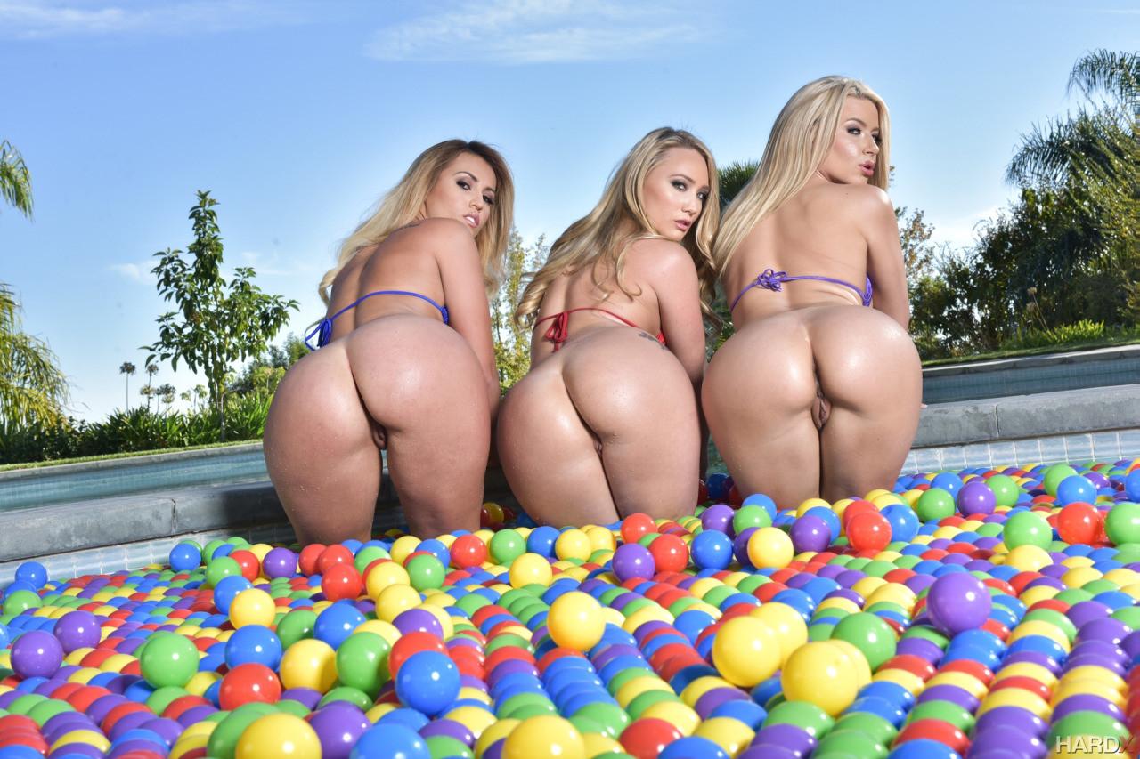 Смотреть толстозадые блондинки онлайн