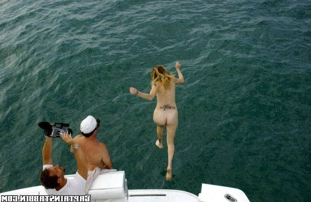 Смотреть Секс яхте онлайн