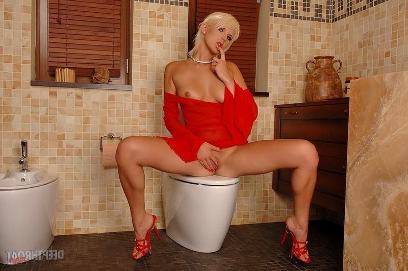 Смотреть туалет онлайн