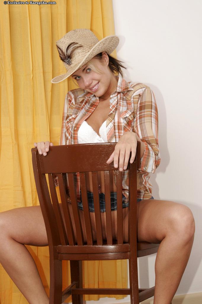 Смотреть шляпе Danie онлайн