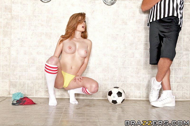 Смотреть футболистка Faye онлайн