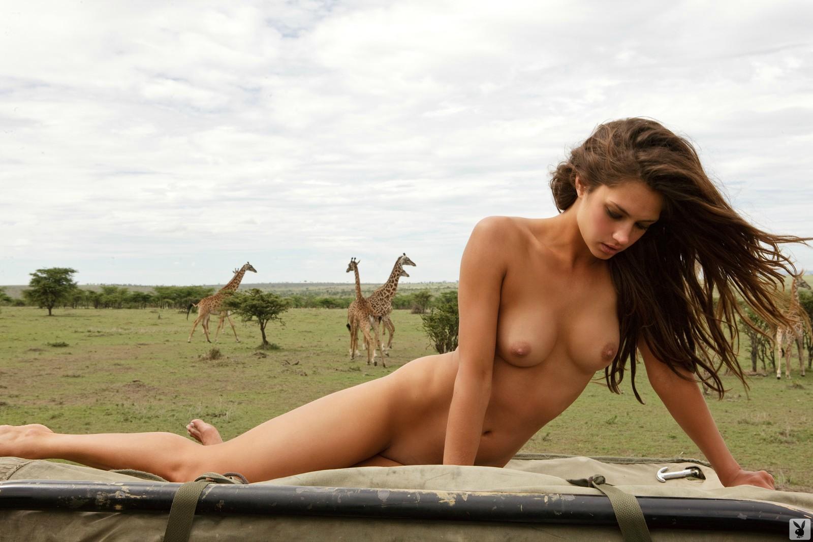 Смотреть Привлекательная фотомодель онлайн