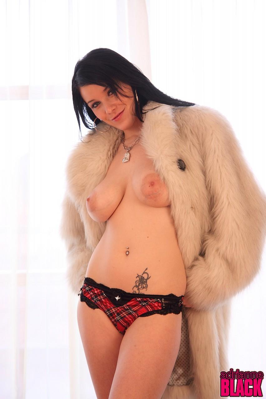 Смотреть Adrianne Black онлайн