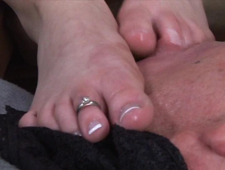 Смотреть сперму ноги онлайн